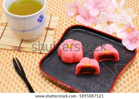 A Japanese confectionery that resembles red plum blossoms. A traditional Japanese spring confectionery. Cherry blossoms and Japanese tea.