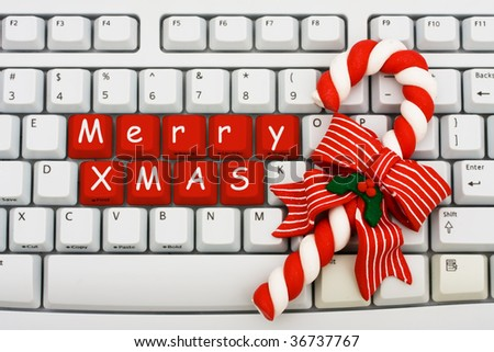 A keyboard saying Merry Xmas and a candy cane, Christmas shopping on the internet