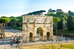 A landscape view of the Arch of Constantine in sunny holidays, lots of tousists, summer vacation, Rome, Italy.