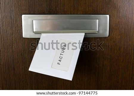 A letter in a letter box with spanish writing: Invoice