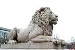 A lion statue sits majesticaly on it's pedestal.