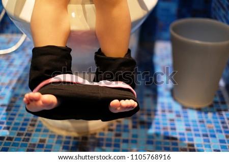 Little Girl Pee Leggings Images Usseek Com