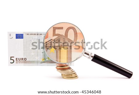 A magnifying glass turns a 5 euro note into a 50 one.