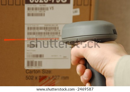 A man gets on the hip skaner in operations directed on printed barcode Zdjęcia stock ©