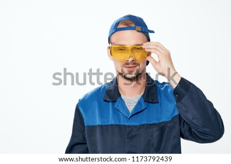 a man with glasses and a cap looks at the camera                              #1173792439