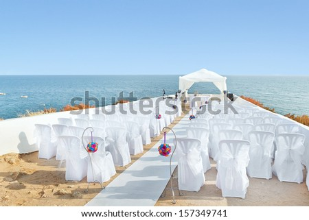 A marvelous place in the decorations and flowers for the wedding ceremony. With white chairs on the sea.
