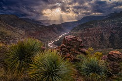 A mesmerizing shot of the amazing landscaes of Cebeque Creek in Arizona