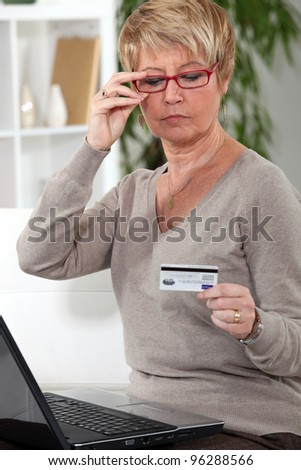 A middle age woman online shopping.