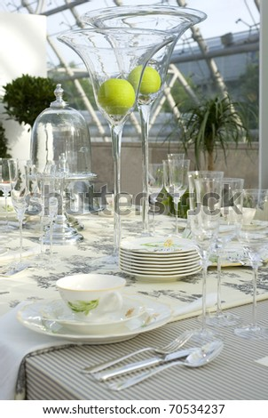 A modern and festive decorated wedding table.