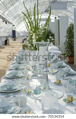 table with large vase and