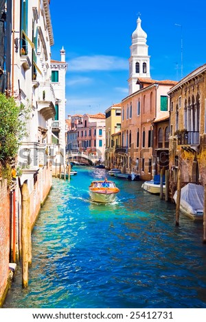 Beautiful Images Of Italy. boat in eautiful canal,