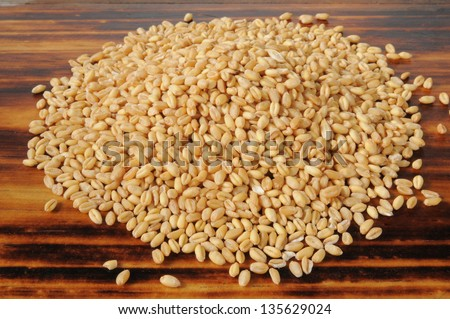 A mound of fresh whole wheat kernels