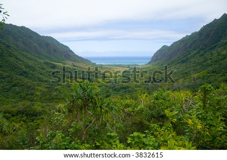 A narrow valley in Oahu.