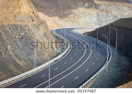 A new road between the mountains