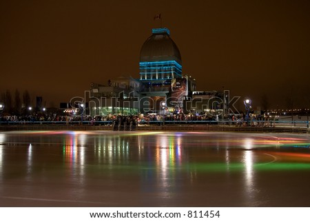 A night image of the Montreal Old Port skating rink