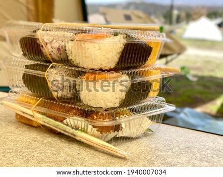 A pack of rice balls piled up in the tent Foto stock ©