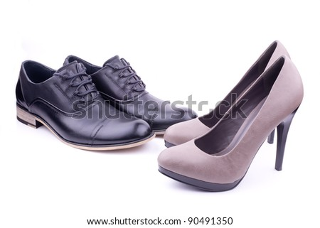But that is not the case when you come across women wearing brogues. In the world of women's fashion where color is the guiding force, you will see brogues