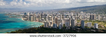 Uma vista panoramic de Honolulu como visto do lookout da cabeça dodiamante.
