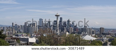 A panoramic view of Seattle Washington with Mt Rainier visible in the distance.