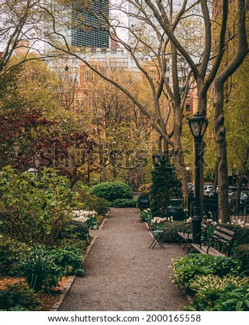 A path with trees and benches, Tudor City, Manhattan, New York Stock fotó ©