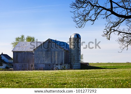 A Pennsylvania amish barn on a spring morning