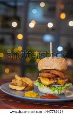 A perfect hamburger for a perfect night