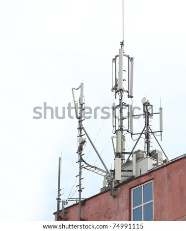 A photo of roof with network broadcasting antennas