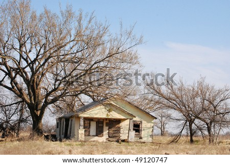 A photograph of a old farm house in Oklahoma.