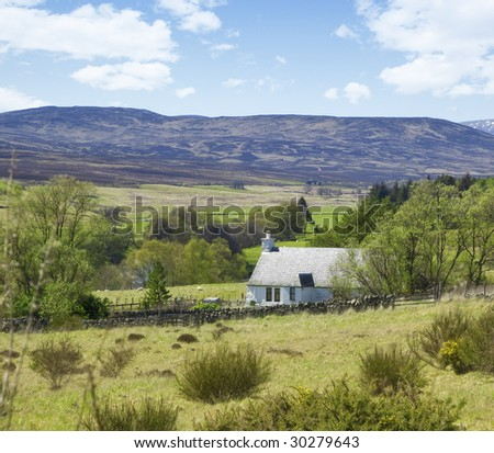A photography of a lonely cottage in the scottish highlands