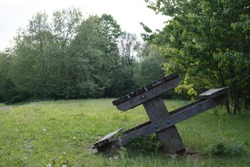 A picnictable seesaw is as epic as it is horrible