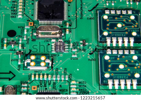 A picture of chip resistors, microchip, voltage regulator, crystal oscillator and LED chip on a printed circuit board.