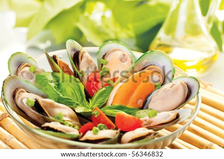 A plate of New Zealand mussels and olive oil