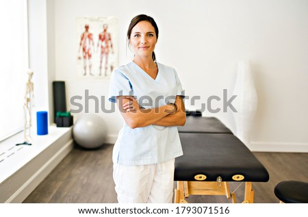 A Portrait of a physiotherapy woman smiling in uniforme