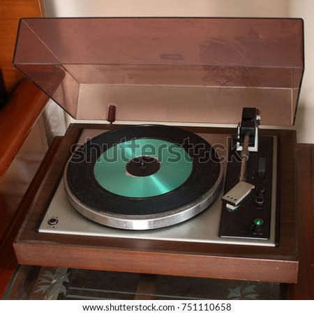 A Record Player or Turn Table of 1980. It is made to play printed Records. You need to attach an amplifier. The Stylus has a Diamond Tip that runs in the grooves on the record & plays whats recorded.
