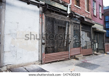 A row of abandoned buildings in the inner city. Stockfoto ©