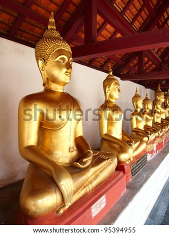 A row of golden buddha statue at Thailand Temple.