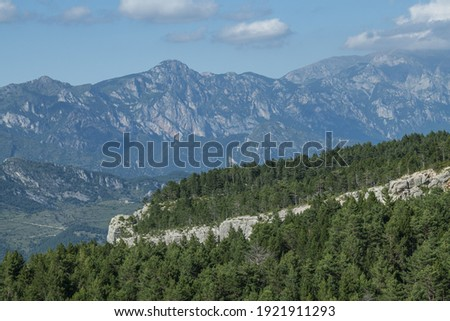 A scenic woodland and mountainscape in Cadi-Moixero Natural Park Zdjęcia stock ©
