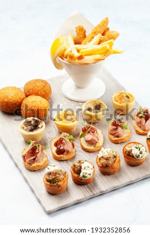 A selection of canapés on a board with fries Photo stock ©