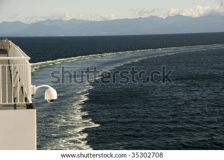 A ship's wake turning from port to sea.