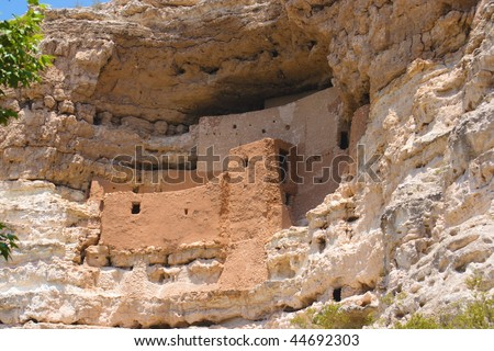 A shot of the cliff dwellings at Montezuma's Castle in Arizona