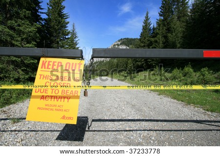 A sign warning of bear activity in Peter Lougheed Provincial Park, Alberta, Canada.