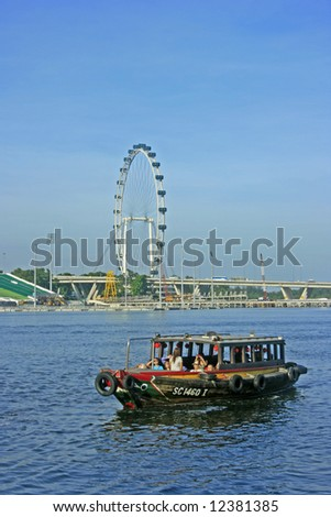 A Singapore Flyer and a boat in the tourist spot