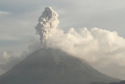 a small eruption of the Sinabung volcano