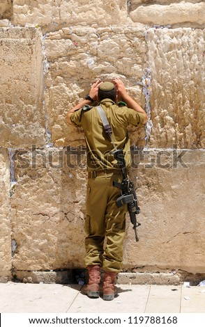 A soldier prays in the Western Wall kotel