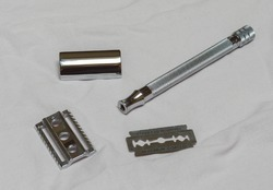 A stainless steel razor that has one blade and is used to shave the body. An environmentally friendly option to use. The razor lays down in all the pieces that the razor has. Cuts sharp and precise.