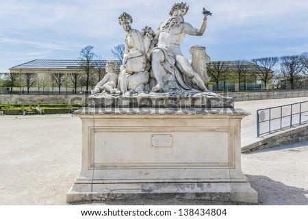 A statue in jardin des tuileries tuileries garden jardin - Statues jardin des tuileries ...