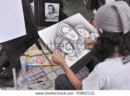 A street painter sketching a family portrait