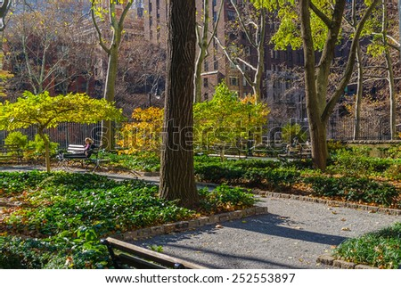A sunny Fall day in Tudor City Greens, a small park on the East Side of Manhattan. Stock fotó ©