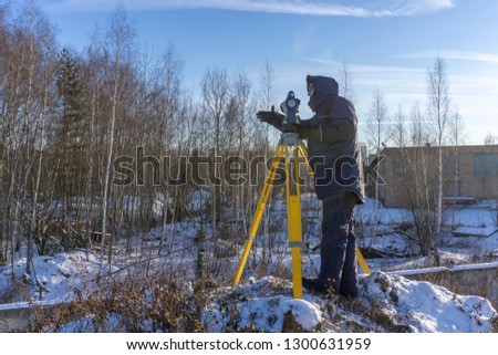 A surveyor points the hand for the assistant.
