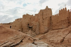 Aït Benhaddou is a historic ighrem or ksar in Morocco. It is a great example of Moroccan earthen clay architecture and it's a UNESCO World Heritage Site.